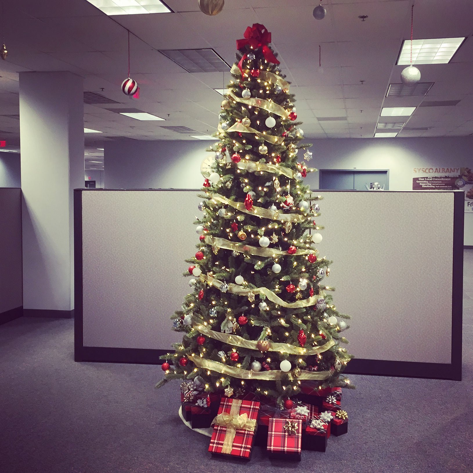 corporate decorating christmas tree anemptytextlline
